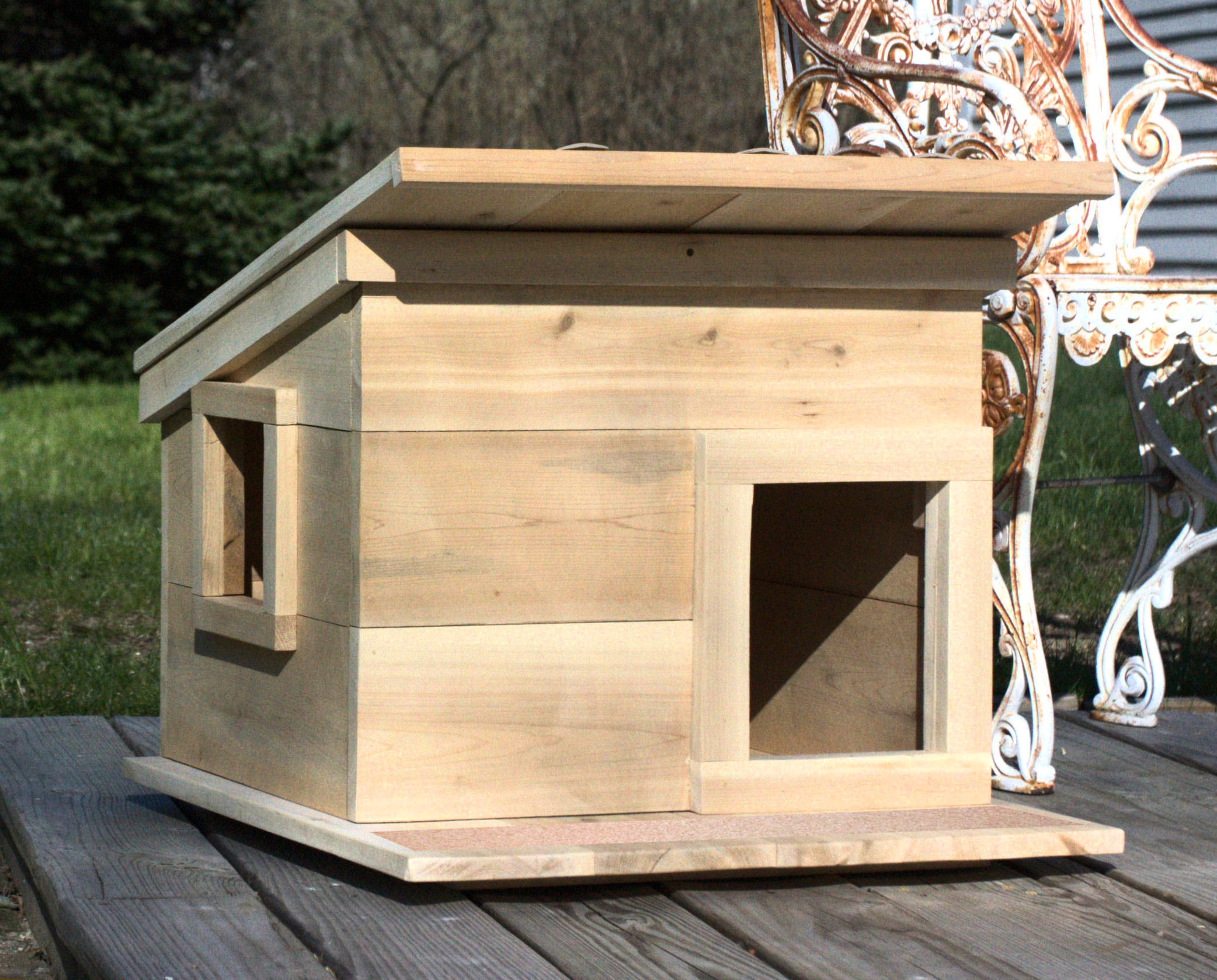 Outdoor Cat House Shelter From Touchstone Pet